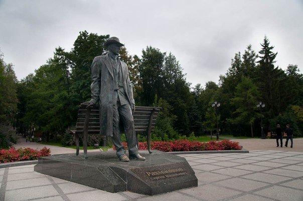 Памятник Сергею Рахманинову в сквере возле Кремля